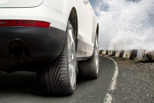 Qui fabrique les pneus Uniroyal?