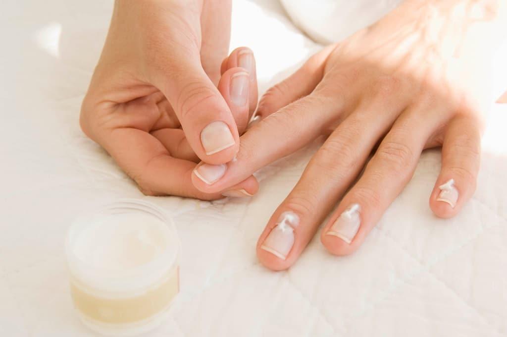 Comment enlever des faux ongles?