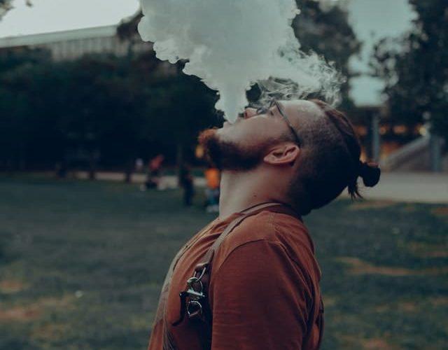 Une cigarette E qui piqûre la gorge?